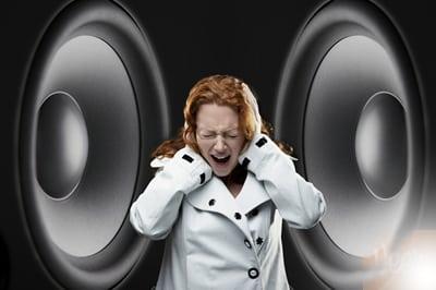 Ô nhiễm tiếng ồn – Gây hại cho sức khỏe và thính giác của bạn