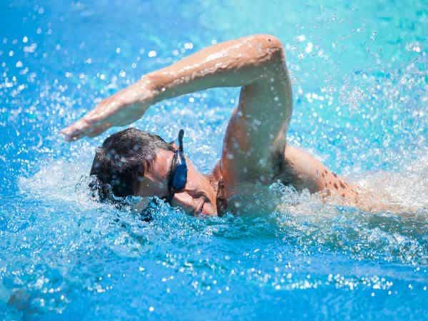 chống viêm tai khi đi bơi